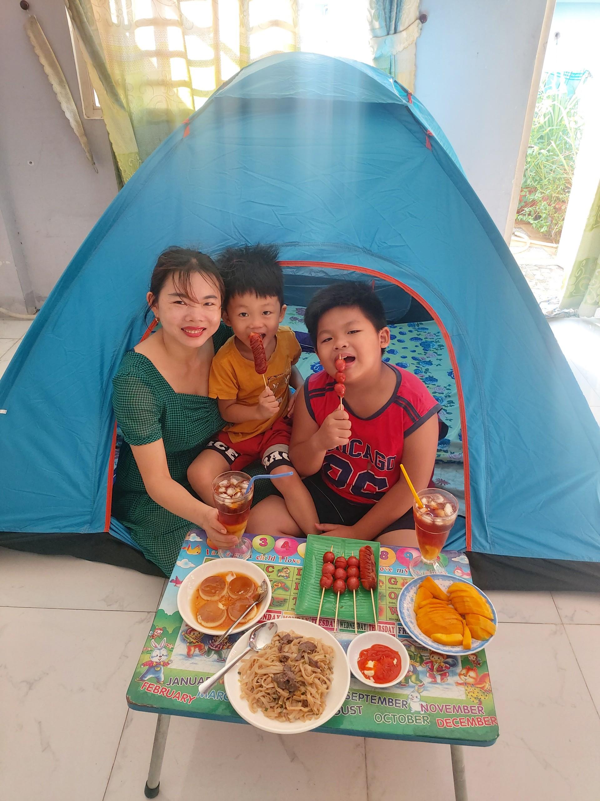 Chiếc lều du lịch bỗng thành lâu đài của gia đình