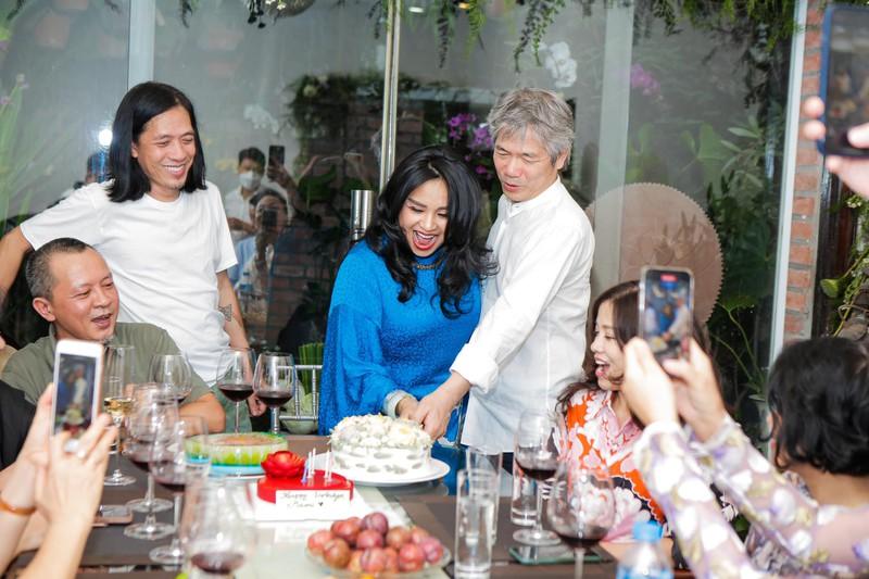 Lễ dạm ngõ ấm cúng bên bạn bè của Thanh Lam