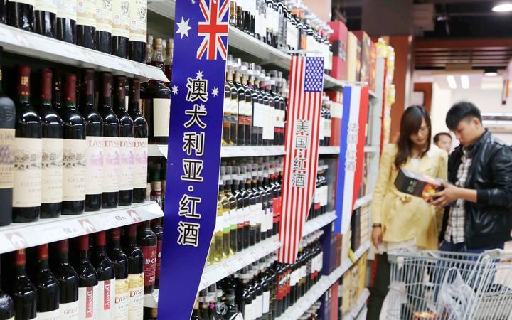 Hôm 19/6, Úc tiết lộ nước này đã kiện Trung QUốc ra WTO vì thuế quan không công bằng đối với mặt hàng rượu vang từ Úc