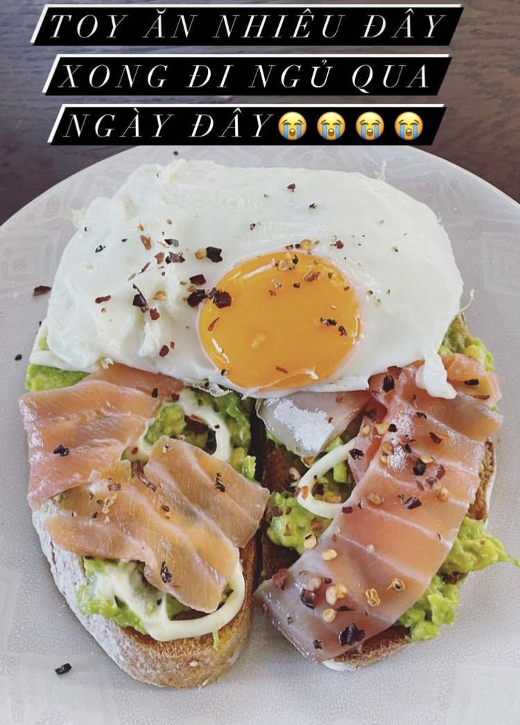 Món ăn cuối ngày của Tóc Tiên kết thúc lúc 5h chiều. Cô sẽ nhịn đến sáng hôm sau khoảng 7-8h mới ăn lại.