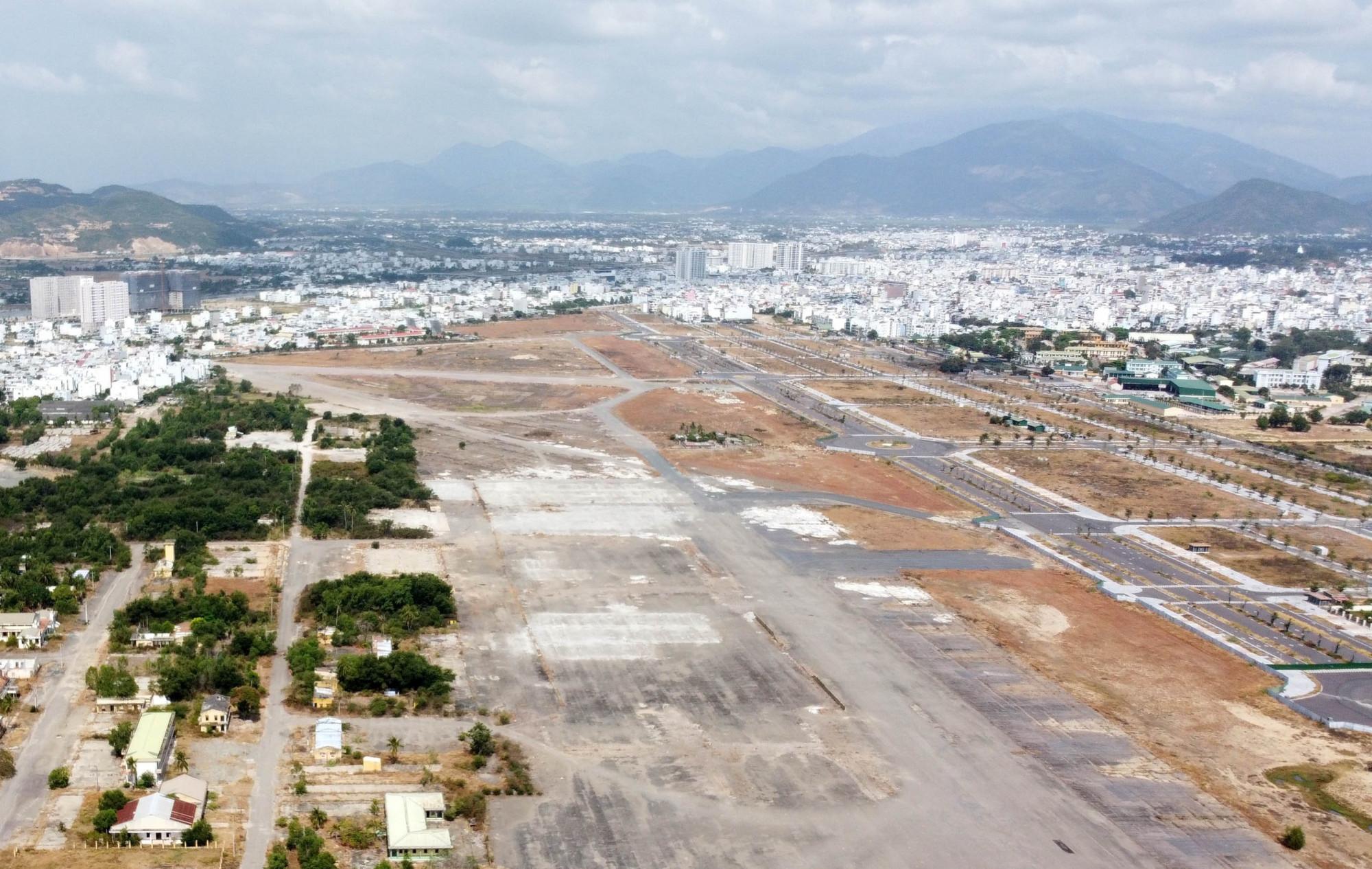 Một góc sân bay Nha Trang cũ đang được sử dụng để thanh toán các dự án BT của tỉnh Khánh Hòa. Ảnh: T.N
