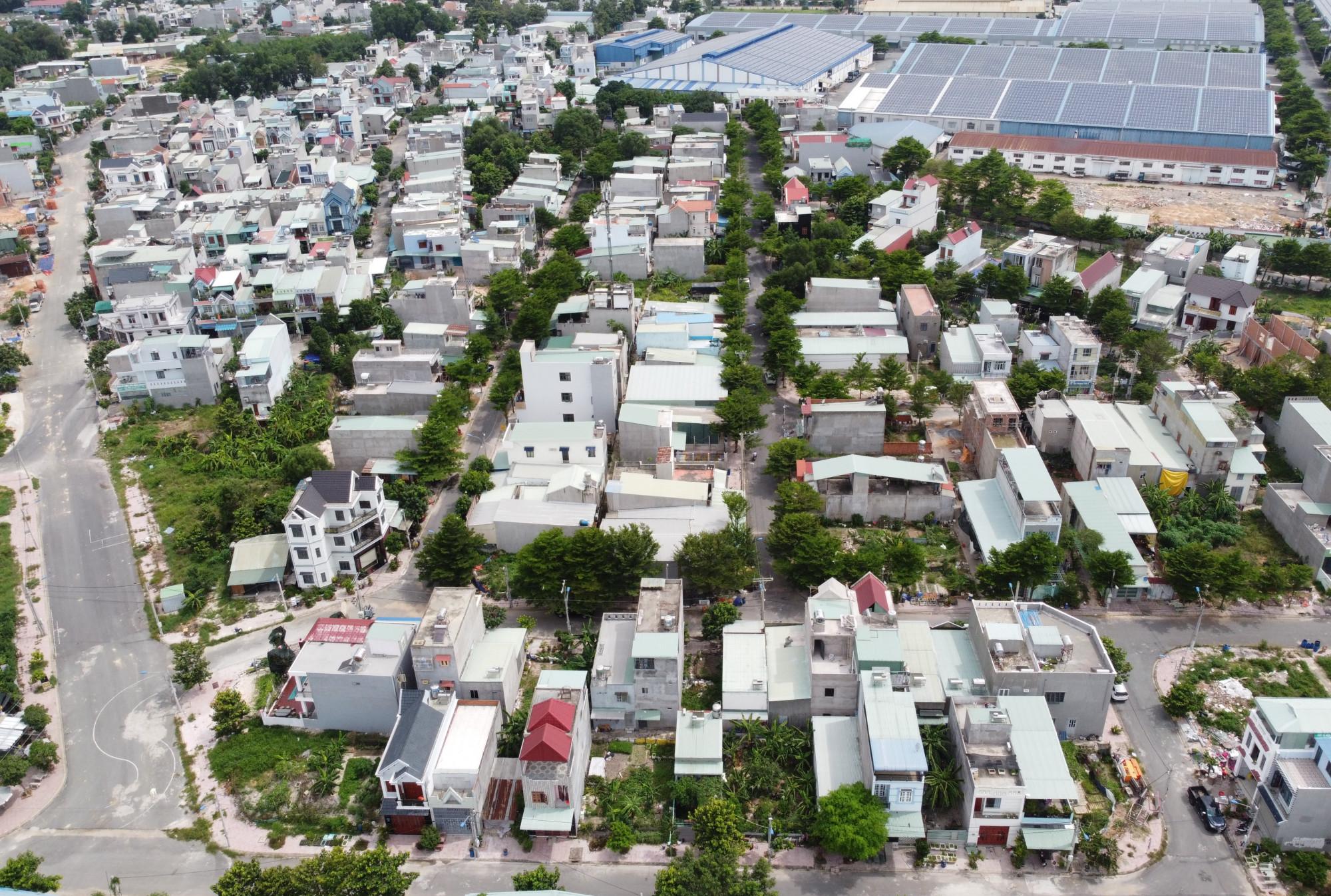dự án Khu nhà ở Đất Mới phải đầu tư xây dựng cơ sở hạ tầng hoàn thiện và xảy dựng nhà ở để bán, nhưng Công ty đã chuyển nhượng hết đất nền