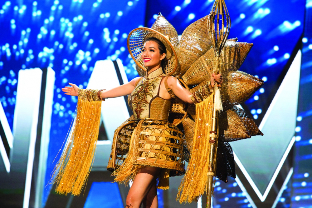 Thiết kế Nàng mây của á hậu Lệ Hằng tại cuộc thi  Hoa hậu Hoàn vũ 2016