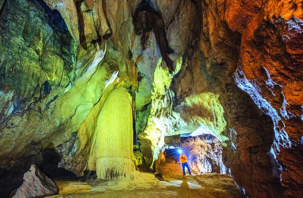 Khám phá hang động kỳ vĩ với sự hình thành đến vài triệu năm