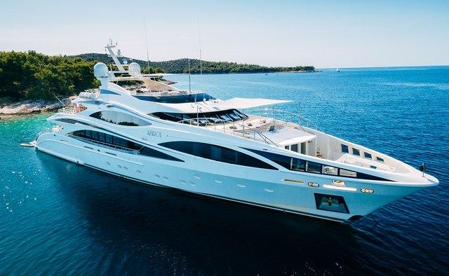 Những buổi tiệc xa hoa trên du thuyền - hình ảnh từ lâu được cho là đặc trưng cho giới thượng lưu thế giới. Ảnh: Yacht Charter Fleet (Novaland cung cấp)