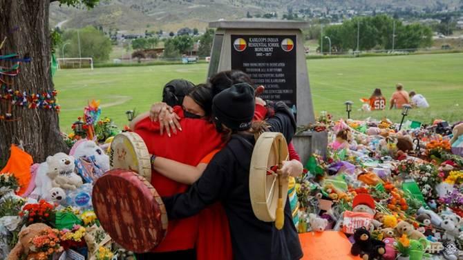 Canada rúng động khi phát hiện thêm 751 ngôi mộ tại các trường học dành cho trẻ em bản địa.