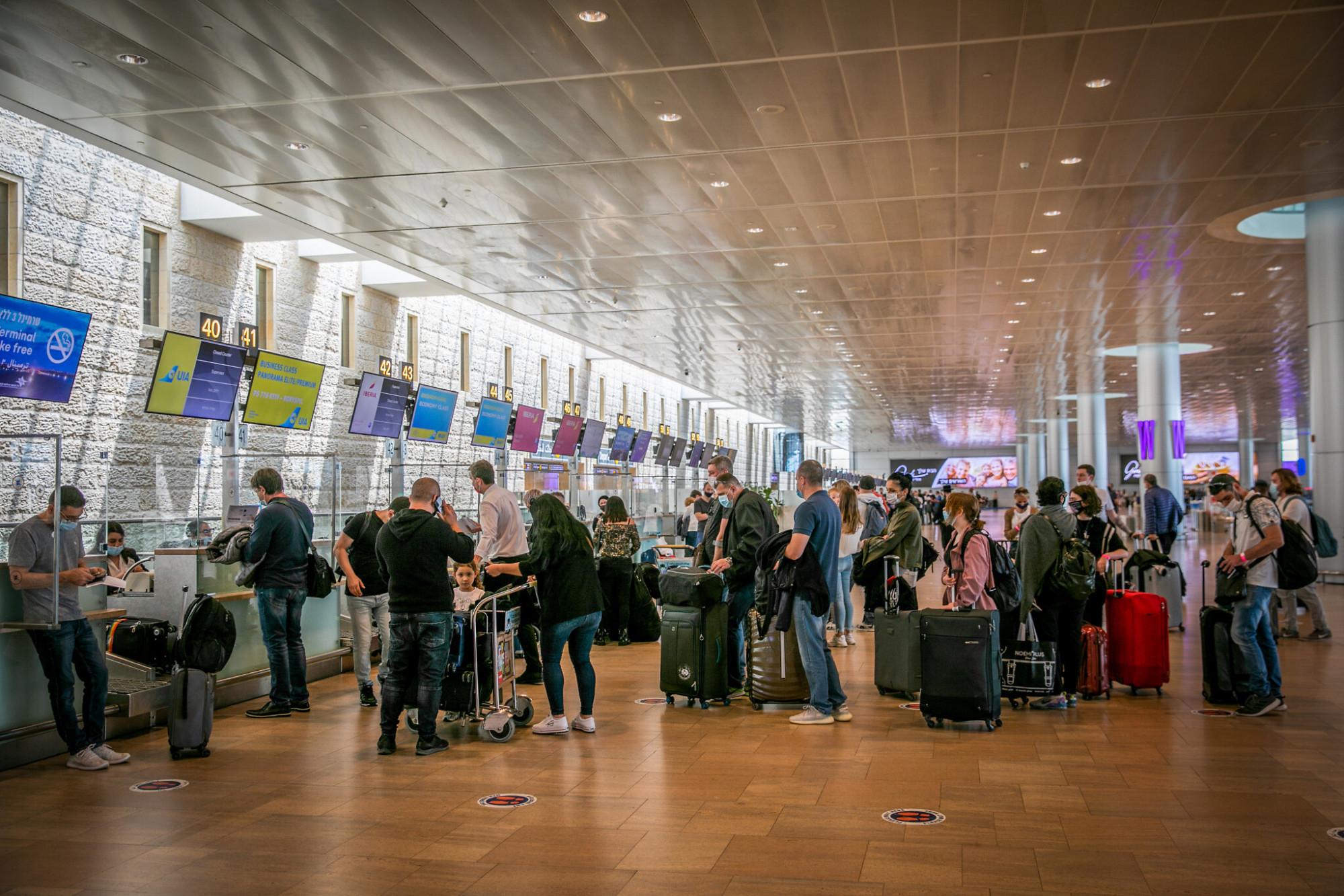 Các biện pháp khắt khe đang được áp đặt trở lại, đặc biệt là thủ tục nhập cảnh đối với du khách đến từ các nước cs nguy cơ cao - Ảnh: Yossi Aloni/Flash90