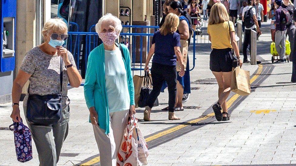 Tỷ lệ mắc triệu chứng kéo dài do COVID-19 tăng lên theo độ tuổi, và những người càng bệnh nặng khi nhiễm càng có nguy cơ chịu ảnh hưởng lâu dài do COVID-19