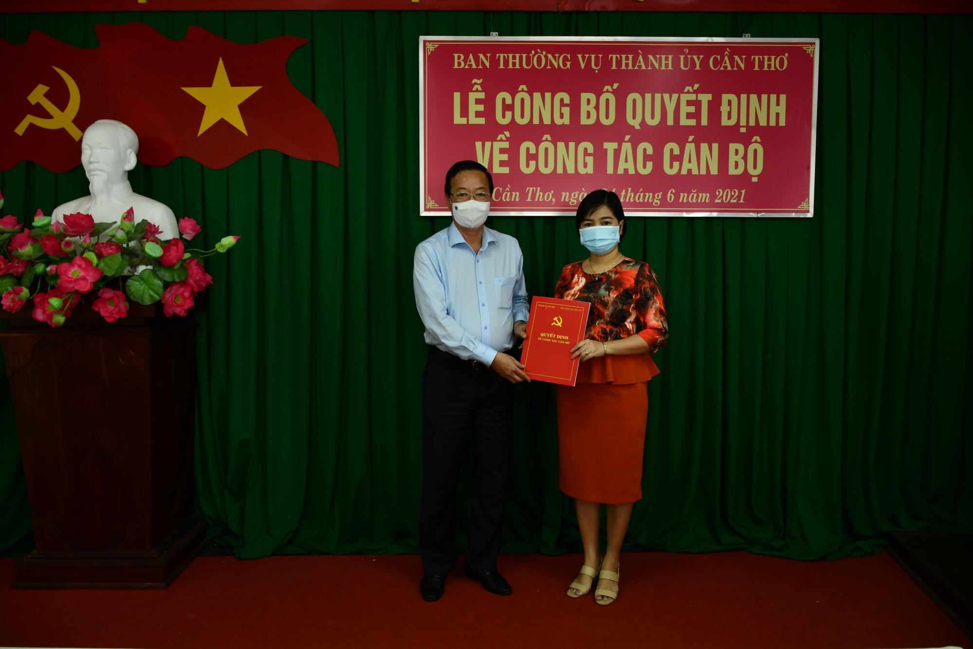 Trao quyết định điều động, bổ nhiệm bà Trần Hồng Thắm