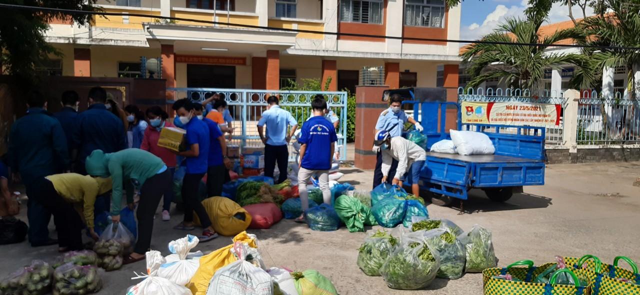 Hội liên hiệp Phụ Nữ tỉnh Long An đã vận động nhiều nguồn nông sản gửi về Sài Gòn yêu thương