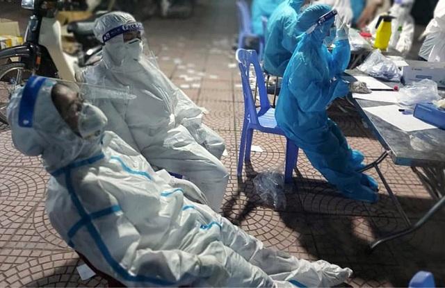 Thay vì bộ đồ bảo hộ liền thân, nhân viên y tế có thể sử dụng bộ đồ rời, phù hợp kích cỡ