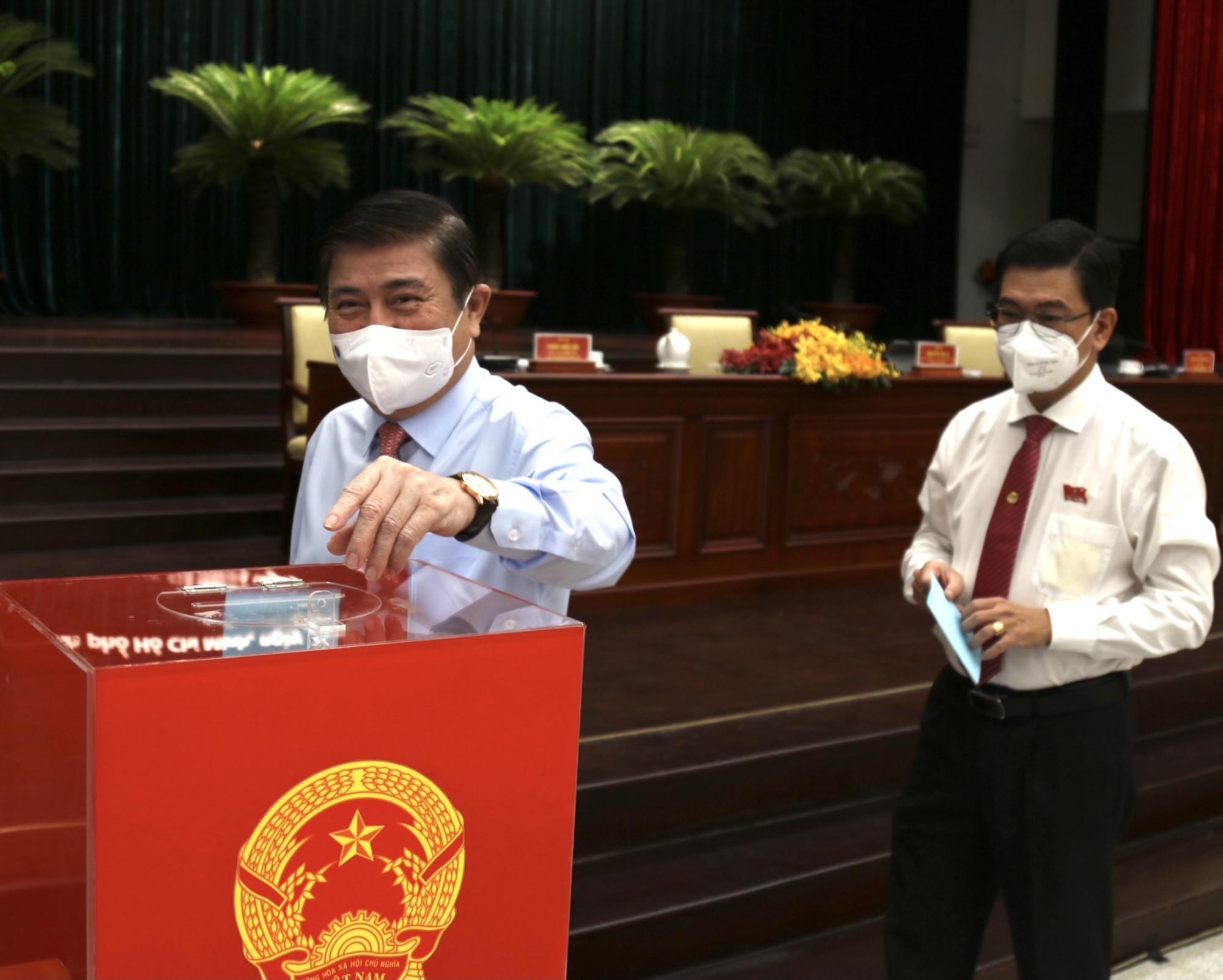 Ông Nguyễn Thành Phong tái cử Chủ tịch UBND TPHCM