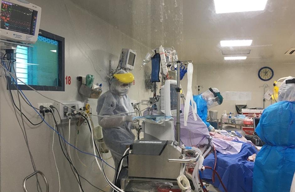 Cả hai bệnh nhân đều là những bệnh nhân cao tuổi, có bệnh lý nền nặng, liên quan đến COVID-19.