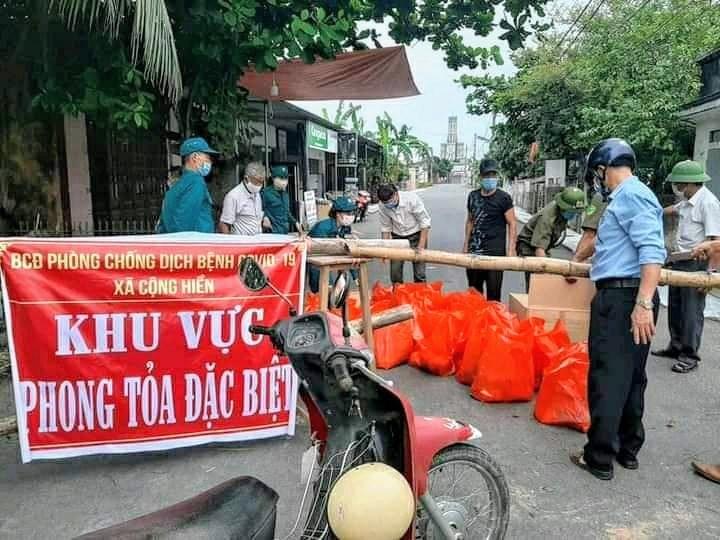 Cung ứng lương thực, thực phẩm cho người dân trong khu vực phong tỏa tại xã Cộng Hiền, Vĩnh Bảo