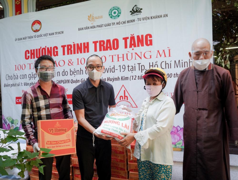 Nhằm đảm bảo an toàn phòng, chống dịch, nguồn hàng hóa hỗ trợ sẽ được Ban Trị sự Giáo hội Phật giáo các quận, huyện và Ủy ban MTTQ Việt Nam các quận, huyện phân phối đến người dân và các phường, xã, thị trấn.