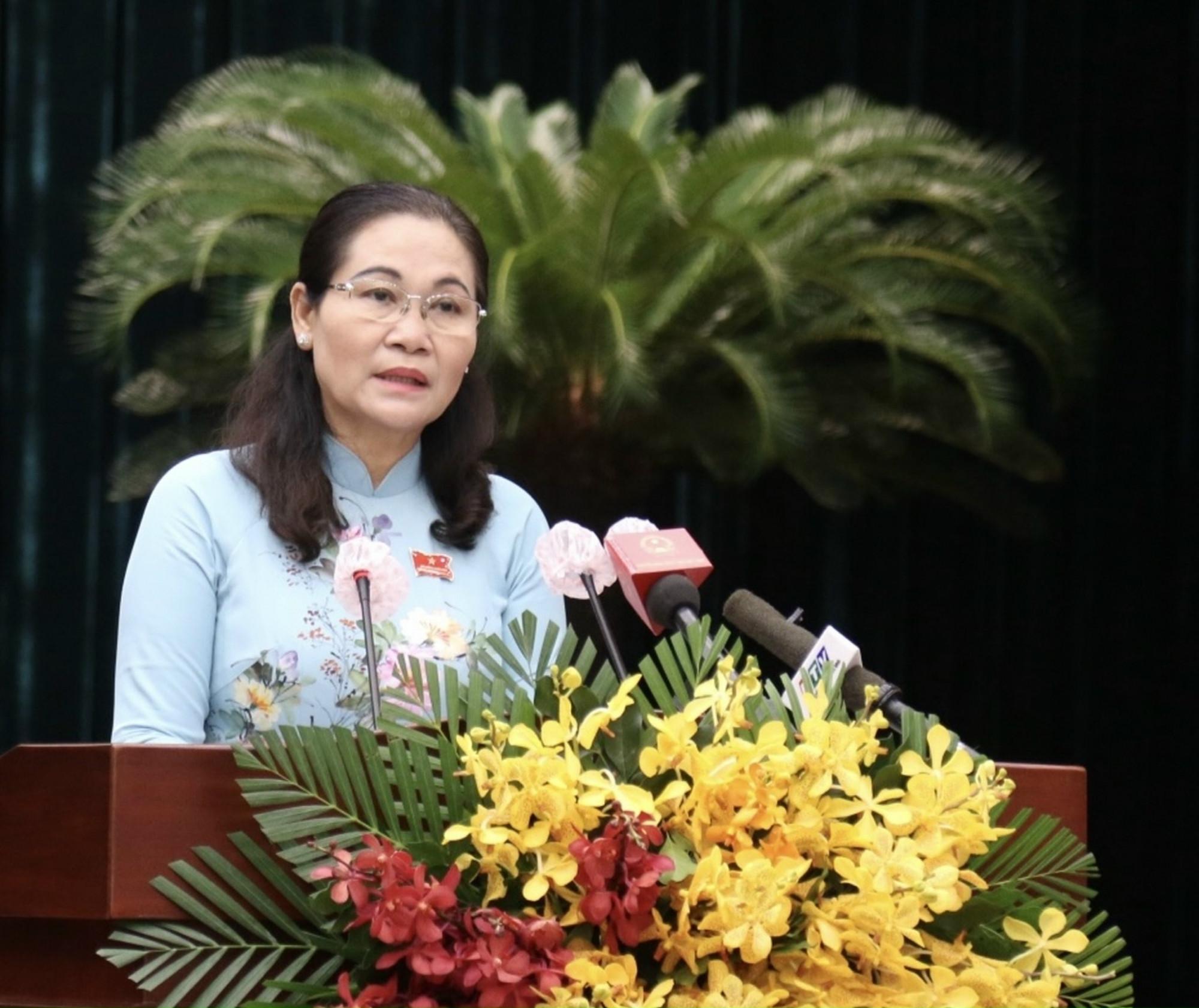 Bà Nguyễn Thị Lệ phát biểu bế mạc kỳ họp thứ nhất HĐND TPHCM khóa X sáng 25/6. Ảnh: TTBC