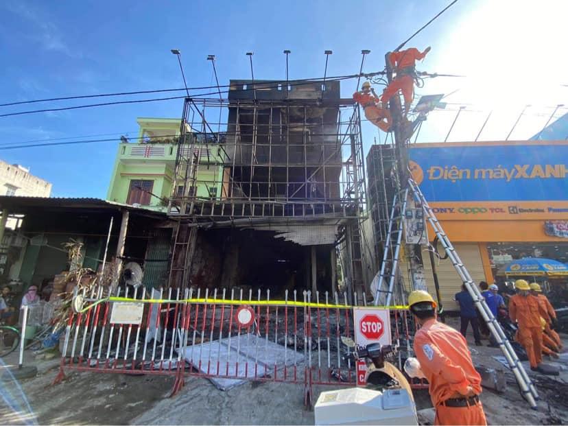 Vụ cháy cửa hàng điện máy có ca nhiễm COVID - 19 đến xem