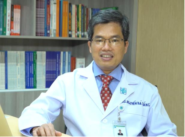 TS-BS Nguyễn Bá Thắng - Phó chủ tịch Hội Đột quỵ TPHCM, Trưởng Trung tâm khoa học thần kinh Bệnh viện Đại học Y Dược TPHCM. Ảnh: cắt từ clip phóng sự