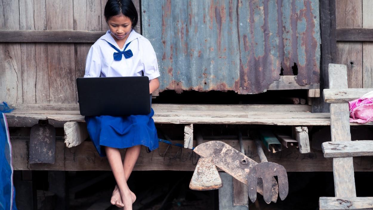 Cần đảm bảo cho trẻ em gái được đi học - Ảnh: Arrowsmith2/Shutterstock