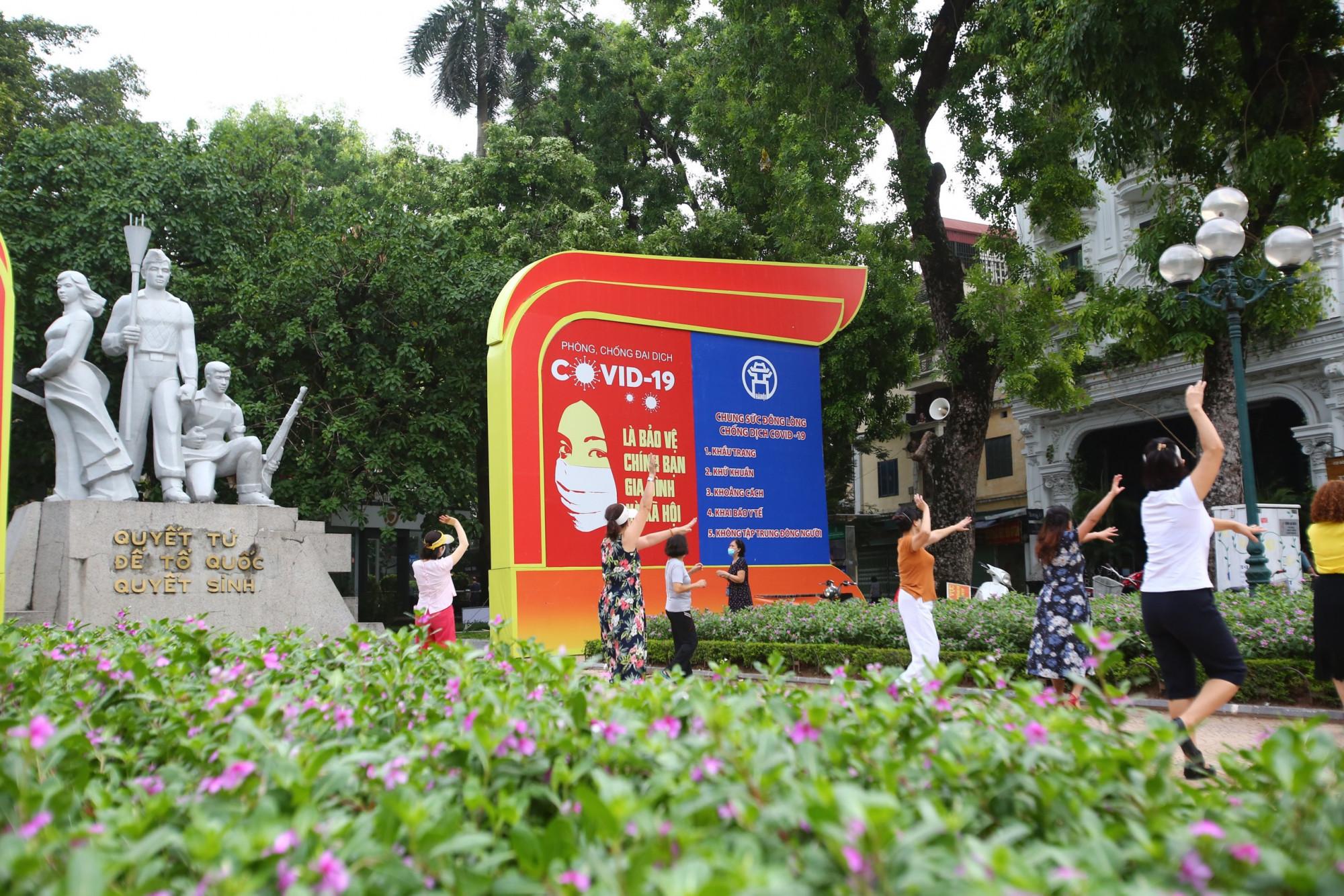 Mặc dù vẫn trong giai đoạn phòng chống dịch COVID-19, nhưng nhận thấy tình hình dịch bệnh tạm thời được khống chế nên UBND TP Hà Nội đã cho sân golf và một số hoạt động ngoài trời được mở lại.