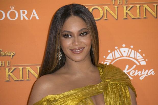Năm 2016, dòng thời trang Ivy Park của Beyoncé kết hợp cùng Topshop cũng từng vướng cáo buộc bóc lột nhân công.