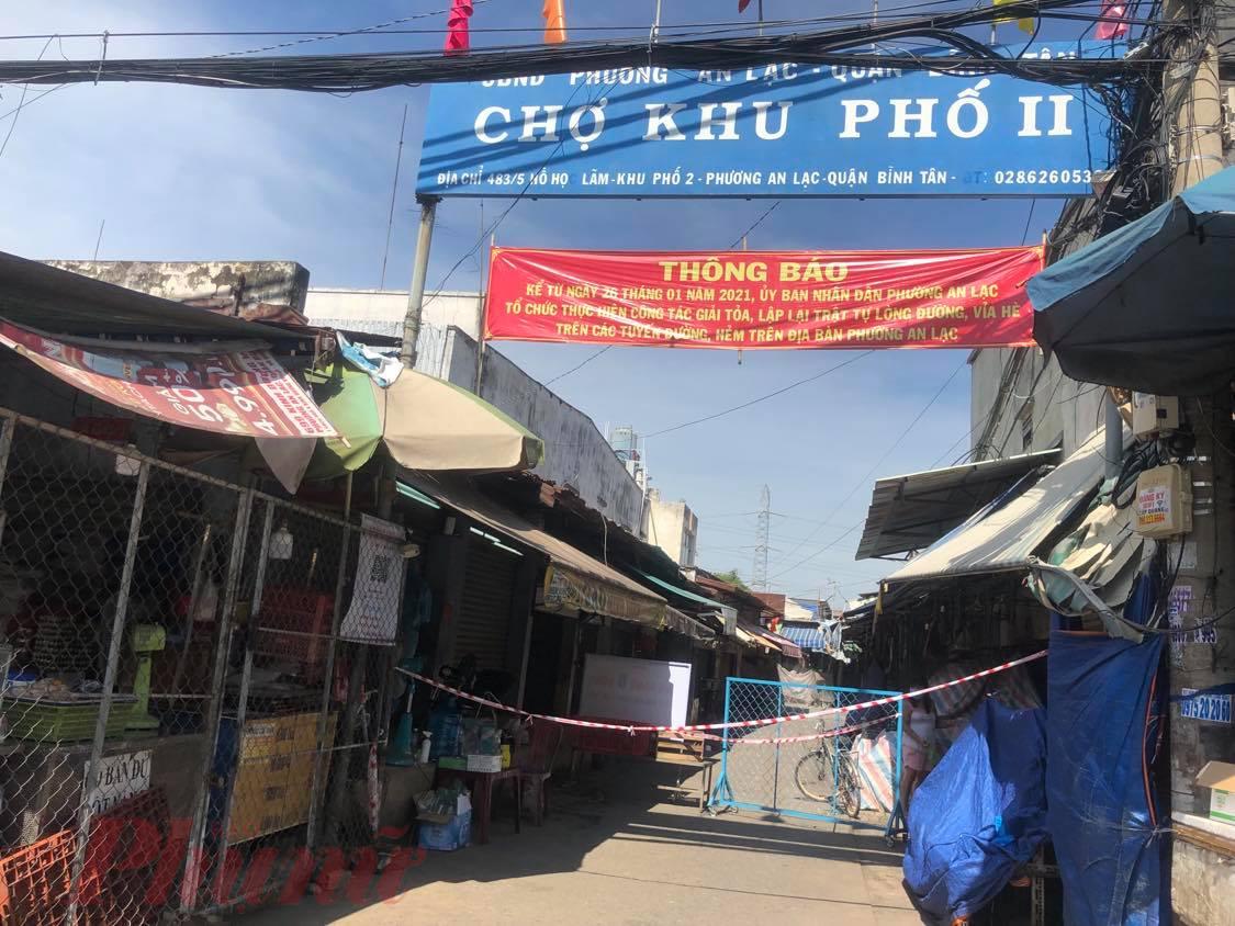 Nhiều chợ trên địa bàn quận Bình Tân phải đóng cửa.