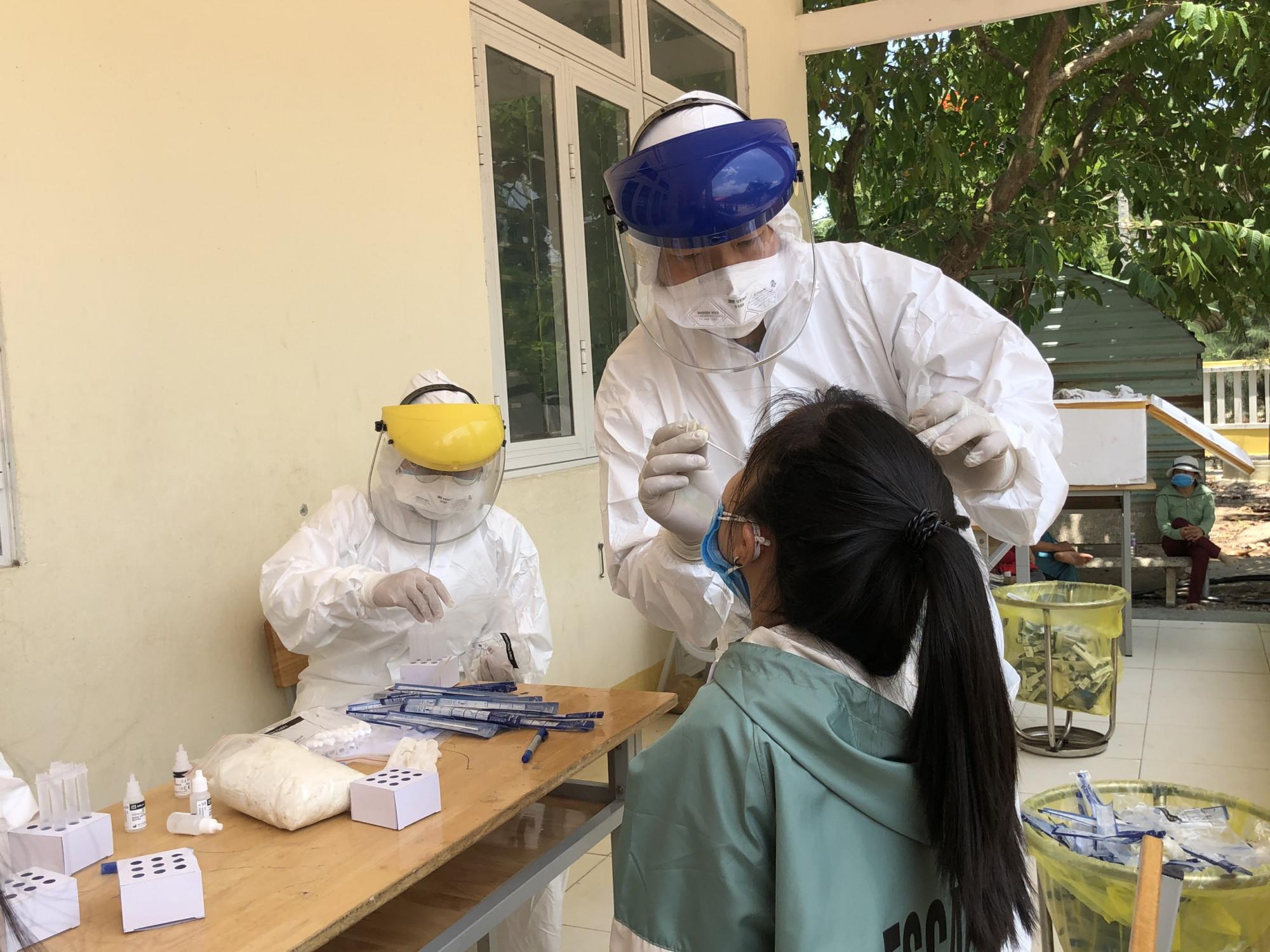 Trong vòng 1 ngày Quảng Ngãi ghi nhận 12 ca nhiễm COVID - 19