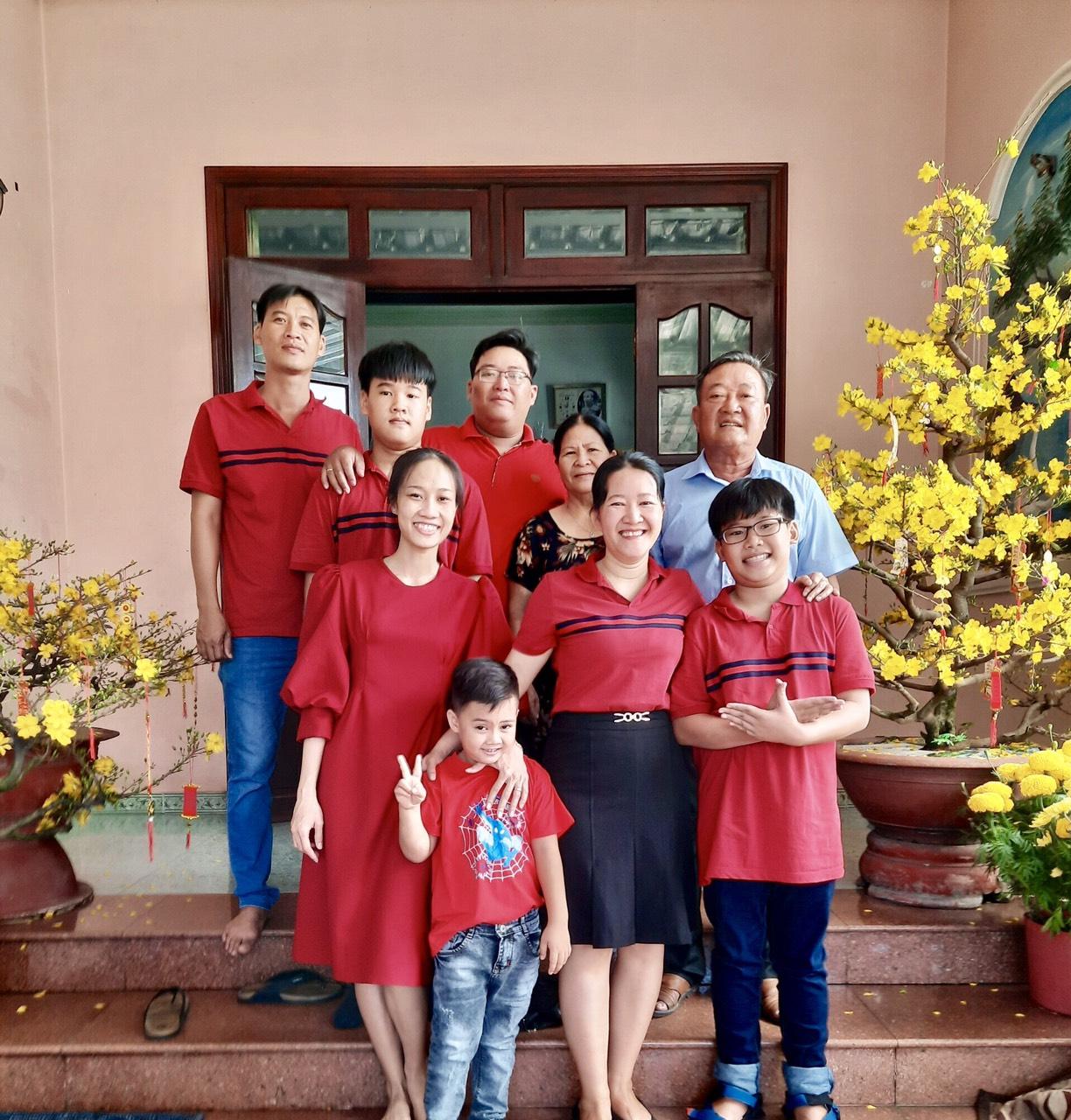 Gia đình ba thế hệ của bà Trương Thị Thu Nga là một tấm gương tại địa phương bởi truyền thống hiếu học và có nheièu đóng góp chp hoạt động tại địa phương