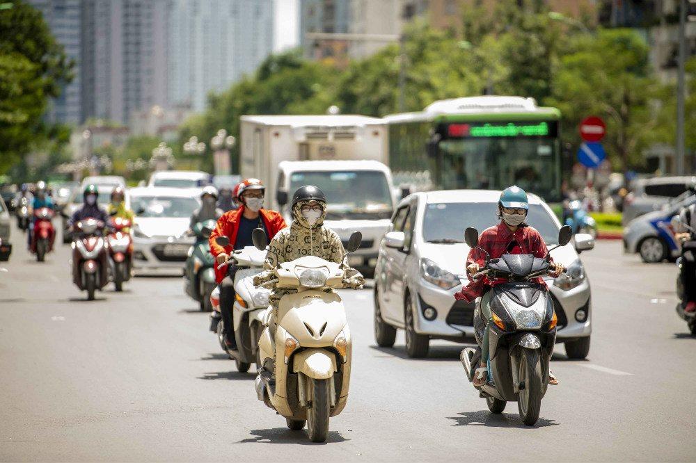 Ngày 27/6, chỉ số nóng bức tại Thủ đô Hà Nội, tỉnh Quảng Ninh, tỉnh Hà Tĩnh, thành phố Quy Nhơn (Bình Định) đạt mức 41-54 (mức nguy hiểm).