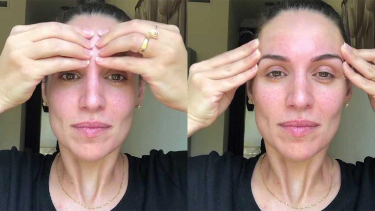 3.Làm căng vùng trán: Trán là vùng chịu nhiều tác động của cơ mặt nhất qua các cảm xúc của bản thân như buồn, vui, khó chịu… Động tác yoga cho vùng trán ngoài việc ngăn chặn sự hình thành của nếp nhăn còn giúp giảm stress cho khuôn mặt. Đặt các ngón tay ở giữa trán, dùng lực nhấn nhẹ và kéo sang 2 bên thái dương