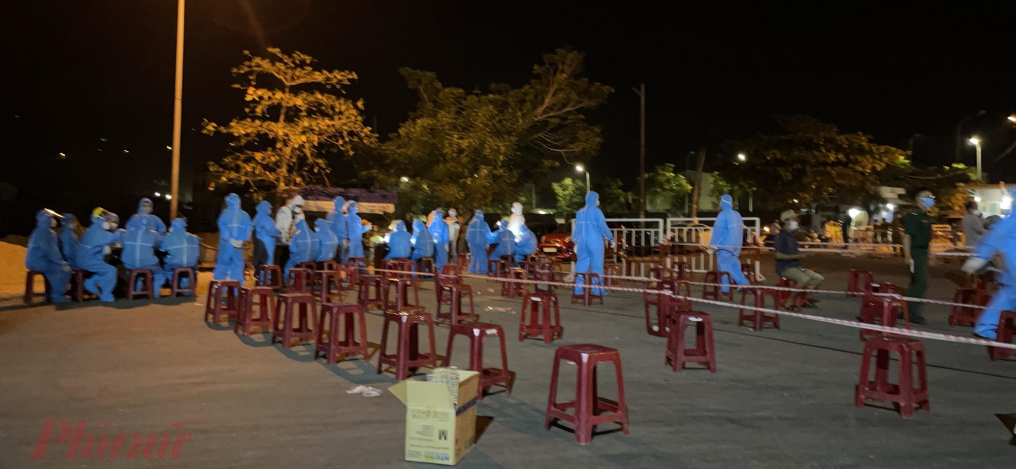 Đà Nẵng huy động nhân lực xét nghiệm xuyên đêm tại cảng cá Thọ Quang và khu vực xung quanh