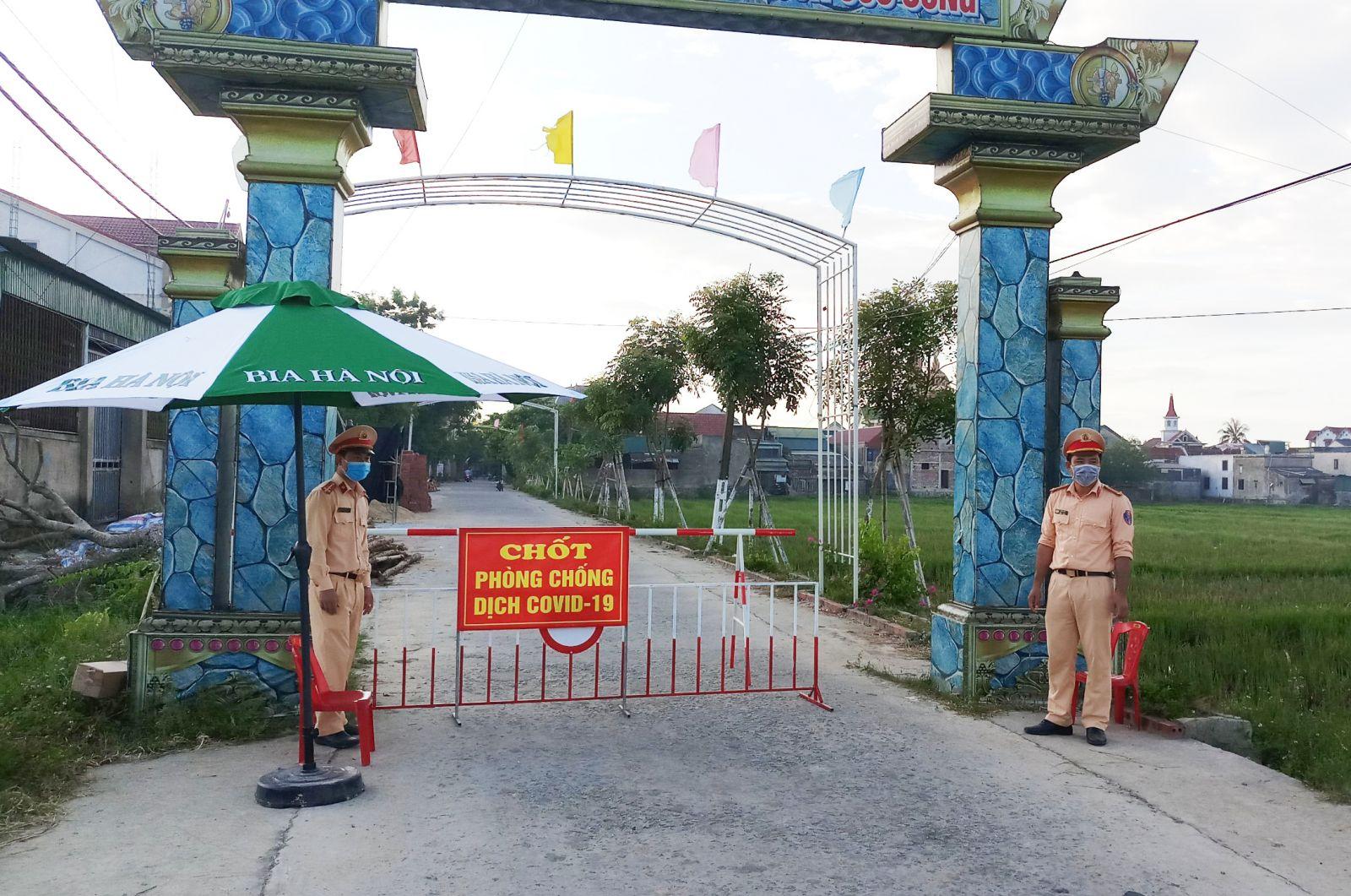 Phong tỏa hàng trăm hộ dân ở khu vực bệnh nhân sinh sống