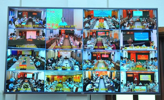 Hội nghị trực tuyến kết nối 63 điểm cầu trên toàn quốc.
