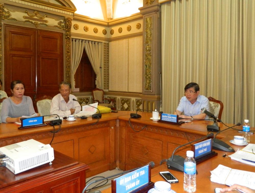 Chủ tịch UBND TPHCM Nguyễn Thành Phong chủ trì một buổi tiếp công dân giải quyết khiếu nại, tố cáo của người dân.