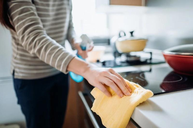 Tự tay dọn dẹp nấu nướng, Linh mới thấy mệt và mất thời gian. Ảnh minh họa