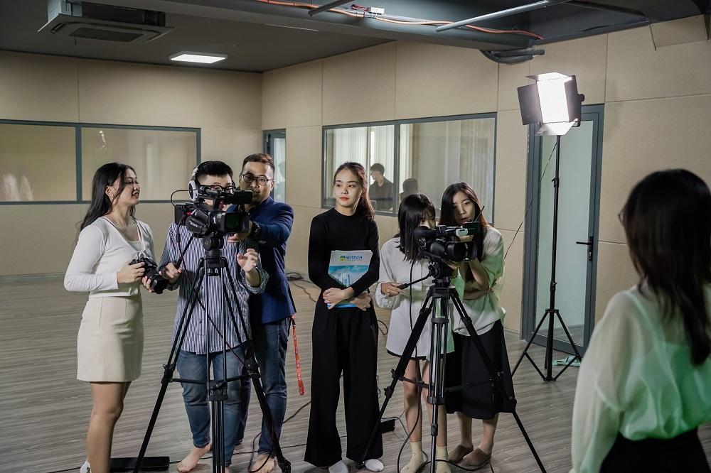 Truyền thông đa phương tiện - ngành học triển vọng trong thời đại 4.0 - Ảnh: HUTECH