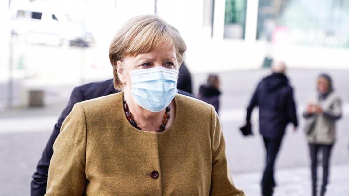 Thủ tướng Đức Angela Merkel đã tiêm mũi vắc-xin thứ hai là Moderna sau khi tiêm mũi đầu tiên là AstraZeneca