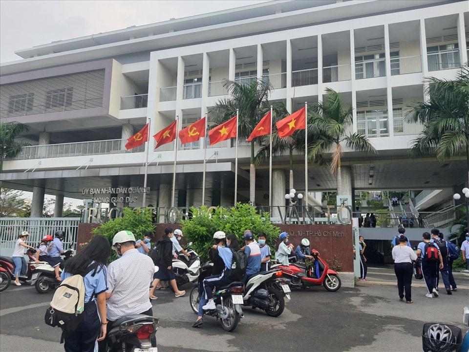 Trường THCS Nguyễn Văn Tố (quận 10) là một trong những trường THCS hot nhất có điều kiện tuyển sinh khá gắt