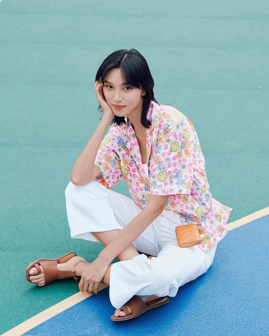 Vương Mạn Ni được chọn đóng vai Mai Diễm Phương trong bộ phim cùng tên nói về cuộc đời của nữ ca sĩ, diễn viên hàng đầu Hồng Kông, châu Á
