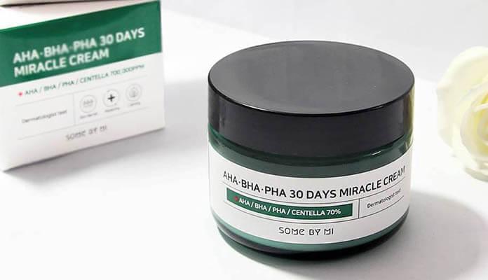Kem trị mụn AHA-BHA-PHA 30 Days Miracle Cream ( giá 310.000 đồng): với các tinh chất trị mụn tận gốc hiệu quả, sở hữu các thành phần như  thảo dược kháng viêm như tinh dầu tràm,  rau má, hoa oải hương, cây kinh giới… Bên cạnh đó, các hoạt chất trị mụn khác  Alpha Hydroxy Acids, Polyhydroxy Acids hay Beta Hydroxy Acids àm cho kem AHA-BHA-PHA 30 Days Miracle Cream cho khả năng trị mụn, kháng viêm, giảm thâm nhanh chóng.