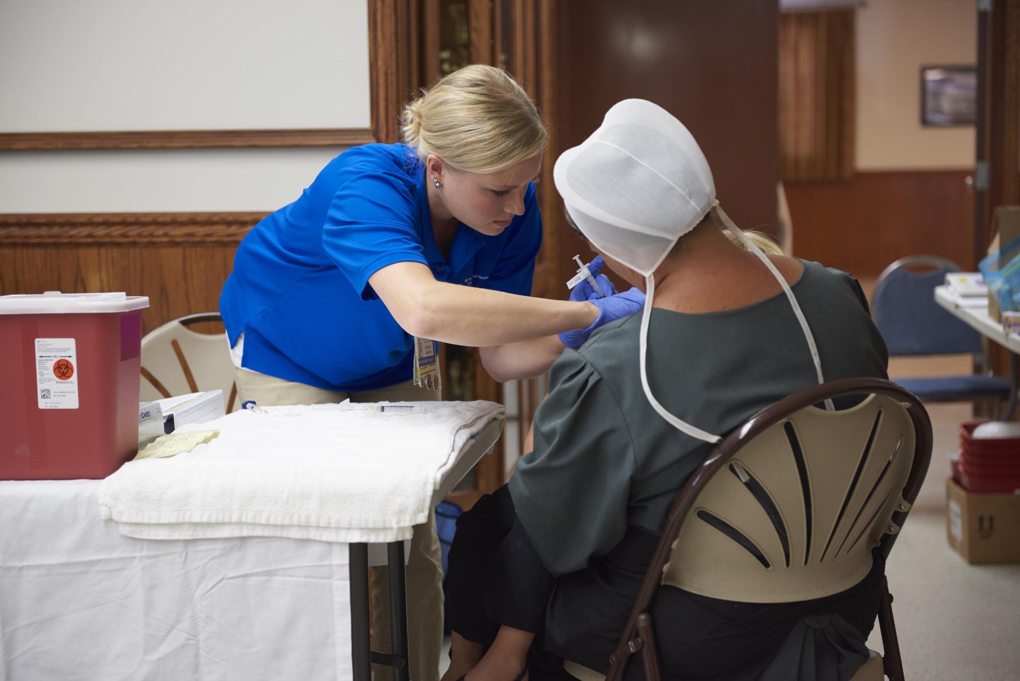 Người dân Amish không cảm thấy tự tin khi đến các điểm tiêm vắc xin - Ảnh: Peggy Peterson Photography