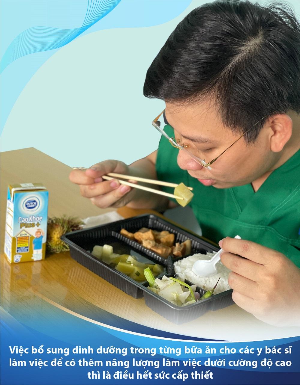 Việc bổ sung dinh dưỡng trong từng bữa ăn cho các y bác sĩ làm việc để có thêm năng lượng làm việc dưới cường độ cao thì là điều hết sức cấp thiết - Ảnh: CGHL