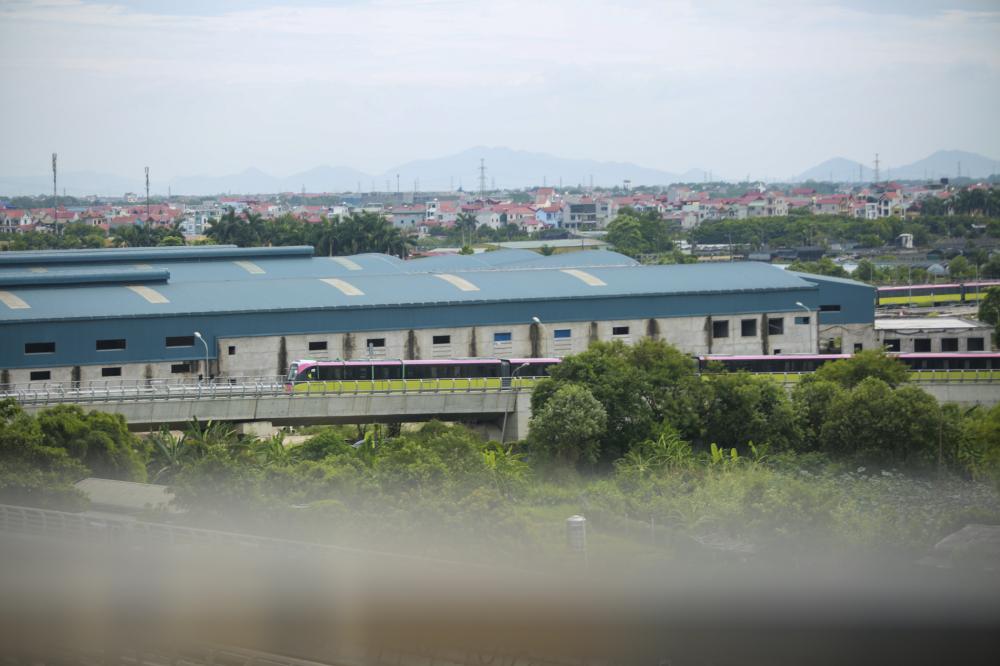 Đoàn tàu của tuyến metro Nhổn-ga Hà Nội vận hành thử liên động trong sáng 1/7/2021.