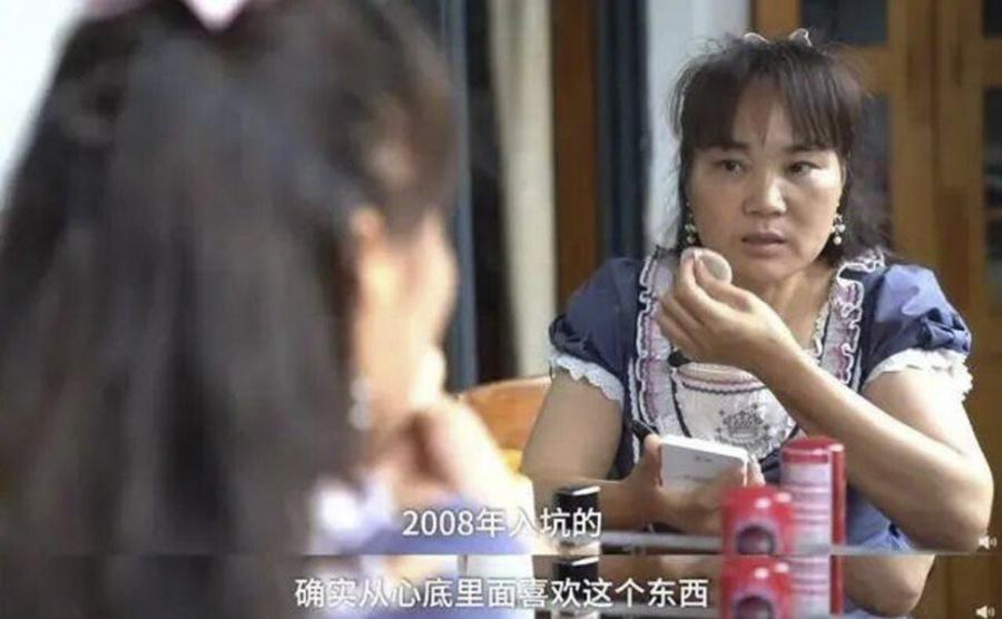 Xie cho biết mặc dù thường bị nhìn chằm chằm khi ăn mặc nhưng cô ấy không quan tâm người khác nghĩ gì.