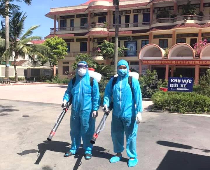 Phun khử khuẩn khuôn viên bệnh viện