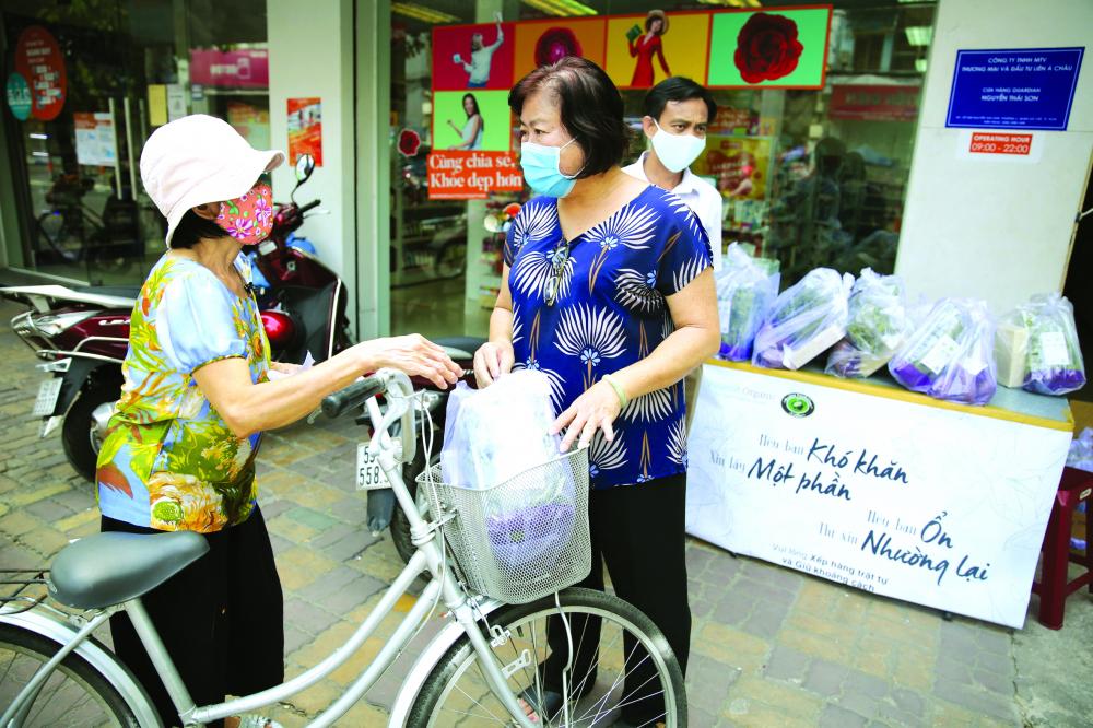 Trong dịch bệnh - khó khăn, cốt cách hào sảng, nghĩa tình của người dân Sài Gòn - TP.HCM lại càng hiện rõ ẢNH: ĐỖ MINH