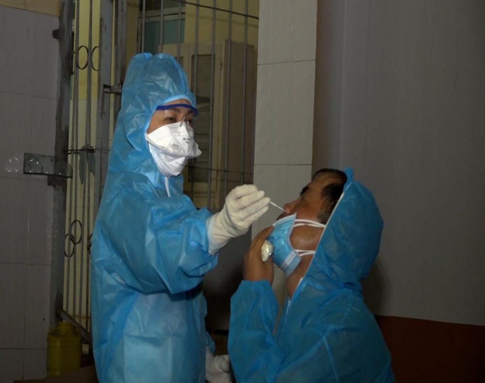 Lấy mẫu xét nghiệm virut SARS-COV-2
