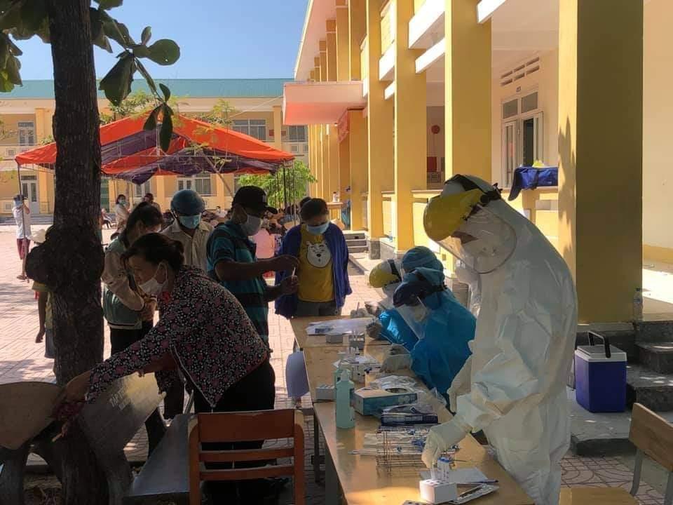 tỉnh Quảng Ngãi tiếp tục tăng 13 ca dương tính với SARS-CoV-2, tổng số lên 107 người