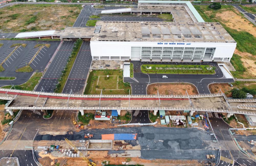 Dự án hầm chui trước bến xe Miền Đông thuộc gói thầu XL3 của dự án xây dựng hệ thống cầu vượt, hầm chui trước bến xe Miền Đông mới được khởi công năm 2018, riêng hầm chui được thi công từ tháng 3/2020.