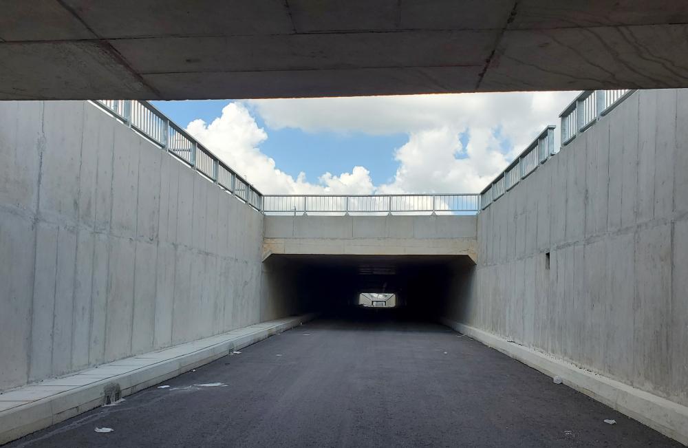 Chỉ còn phần việc chiếu sáng phía trong hầm và vệ sinh lần cuối dự kiến được thực hiện sớm trong tháng 7/2021 là có thể thông xe phục vụ người dân